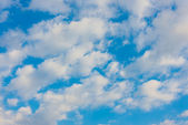 Clouds and blue sky on a sunny day — 图库照片