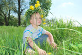 Boy wearing a crown of flowers — Stock Photo