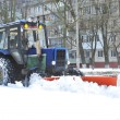 Tractor cleans snow on the street — Stock Photo
