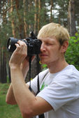 Paparazzi. Unshaven man with a camera — Stockfoto