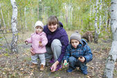 Pickers.  Mom with son and little daughter in the forest are ho — Stock Photo