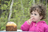 Little girl on a picnic. — Stock Photo