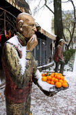 Man and citrus — Stock Photo
