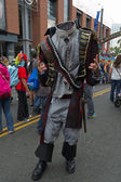 Person gekleidet wie ein kopflose mann bei der comic-con eintrifft — Stockfoto