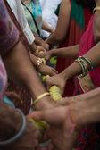 Pessoas, segurando uma corda no 37º festival anual das bigas — Foto Stock