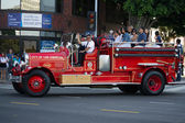 Antique fire truck on 73th Annual Nisei Week Grand Parade — Stock Photo