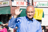 Senator Ed Hernandez, in the 115th Annual Golden Dragon Parade, — Stock Photo