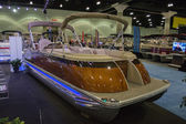 Benningnton boat on display at the Los Angeles Boat Show on Febr — Stock Photo