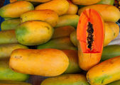 Papaya fruit market — Stock Photo