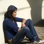 ledsen flicka utomhus — Stockfoto