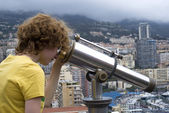 Tourist using coin telescope — Stok fotoğraf