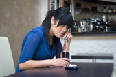 A teenage girl in the bar — Stock Photo
