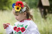 Menina em traje tradicional ucraniana — Fotografia Stock