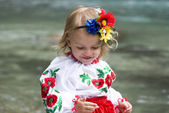 Little girl in traditional Ukrainian costume — Stock fotografie