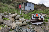 Fishermans Hut and Boat — Stock Photo