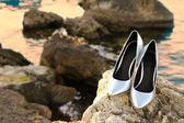 Zilveren hoge hak schoenen — Stockfoto