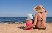 Mother with her daughter at the beach — Stock Photo