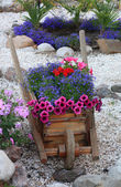 Decorative stand for flowers (type of truck) in landscape recrea — Stock fotografie