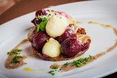 теплый салат из сельдерея и свеклой — Стоковое фото