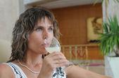Pití žena — Stock fotografie