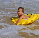 Barn simning — Stockfoto