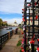 Locks of love in Saint-Petersburg — Stock Photo