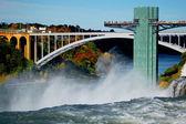 Niagara falls and rainbow bridge — Stock Photo