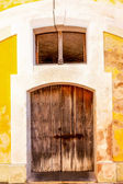 Weathered wooden door, El Morro Fortress, San Juan — Stock Photo