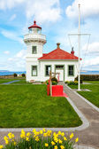 Mukilteo Lighthouse With blooming daffodils — Stock Photo