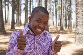 非洲男孩寻找到相机和微笑 — 图库照片