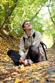City dweller in the autumn forest — Stock Photo
