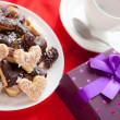 Pleasant gift for Valentine's Day sweet cookies — 图库照片