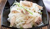 Rice vermicelli with chunks tuna — Stock Photo