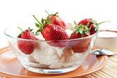 Strawberries and cream cheese — Stock Photo