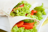 Thin pita bread and fresh vegetables — Stock Photo