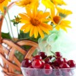 Summer Arrangement - ripe cherries and a bouquet of flowers — Zdjęcie stockowe
