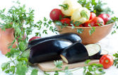 Raw eggplant and other fresh vegetables — Stock Photo