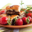 Foto Stock: Ruddy biscuits and fresh strawberries
