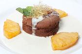パイナップルとチョコレート ケーキ — ストック写真