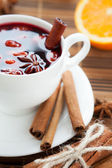 Mulled wine with cinnamon and spices — Stock Photo