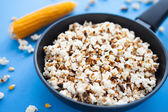 Delicious home cooking popcorn in a pan — Stock Photo