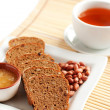 Tea with bread, flavored with honey and nuts — Stock Photo