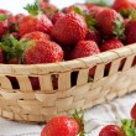 Fresh and juicy strawberries — Stock Photo