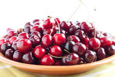 Juicy and ripe cherry on a ceramic plate — Stock Photo