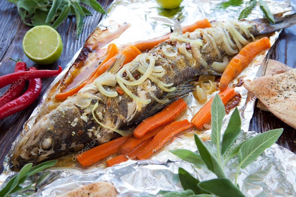 Щука в фольге с овощами в духовке рецепт