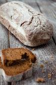 自制全麦面包的主板上 — 图库照片