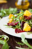 Fresh salad with arugula and citrus, healthy food — Stock Photo
