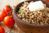 Crumbly buckwheat porridge and fresh tomatoes — Stock Photo