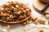 Bread croutons with garlic sauce — Stock Photo