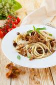 Spaghetti with fried chanterelle mushrooms — Stock Photo